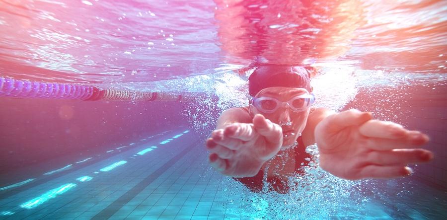 bigstock-Athletic-swimmer-training-on-h-134401106.jpg